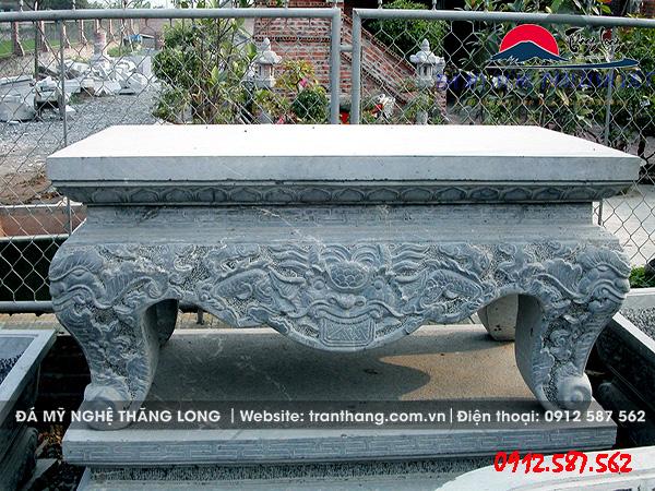 Bàn thờ sắp lễ nguyên khối sản xuất từ đá tự nhiên.