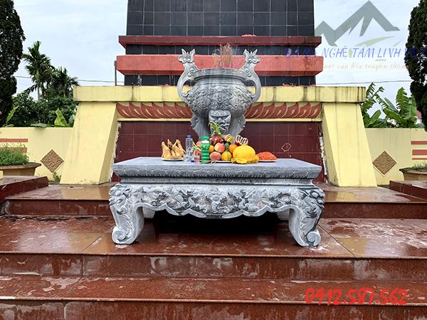Bàn lễ nguyên khối lắp đặt tại khu nghĩa trang liệt sỹ tỉnh Hải Dương
