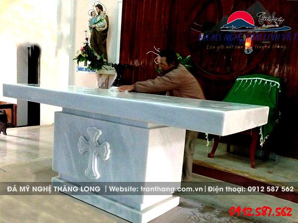 Bàn lễ truyền giáo cho người theo đạo thiên chúa.