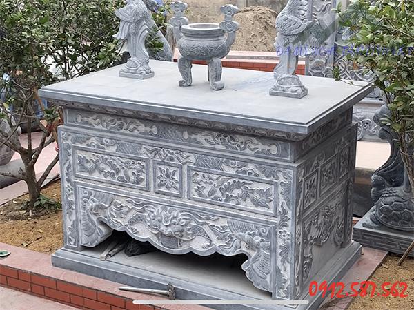 Bàn lễ đá xanh được lắp đặt tại tỉnh Hải Dương.