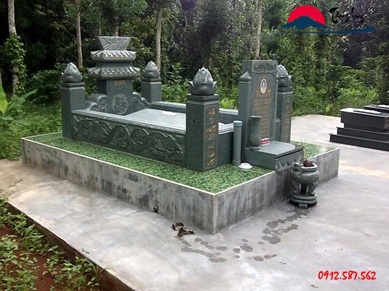 Xây mộ đá xanh rêu theo văn hóa Miền nam