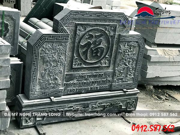Bình phong đá kích thước 107 cm x 127 cm.