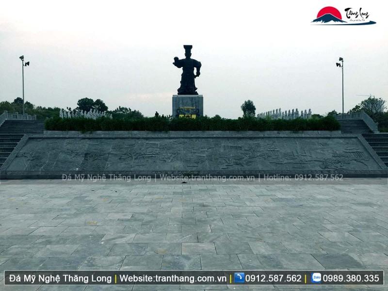 Chiếu rồng đá tại di tích lịch sử tại quảng trường vua Đinh Tiên Hoàng