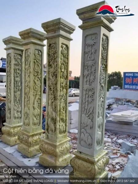 Cột đá vàng thể hiện sự phú quý thịnh vượng