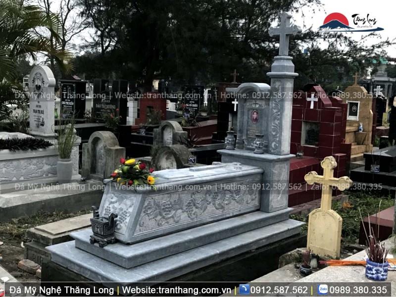 Dây nho trạm trên mộ công giáo