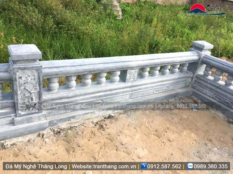 lan can đá quanh khu lăng mộ