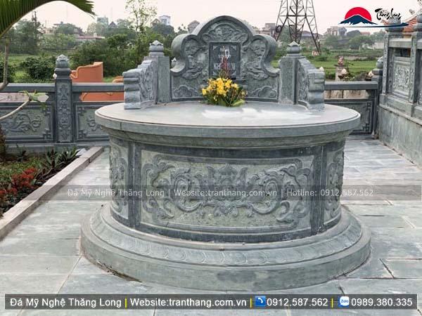 mộ hình tròn xanh rêu