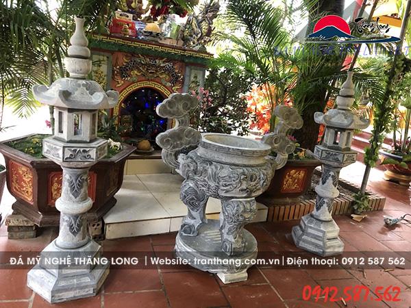 lư hương và đèn đá đẹp lắp đặt tại miếu thờ thần linh