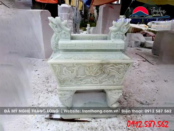 Lư hương bằng đá non nước lắp tại Đà Nẵng