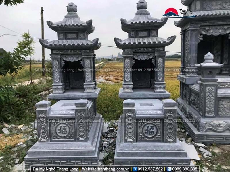 Đế mộ được xây thành ba bậc chắc chắn