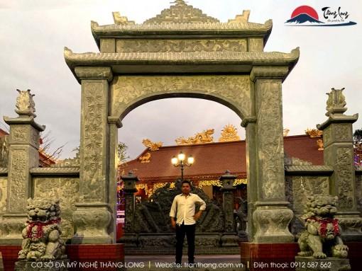 cổng đá đẹp do Đá Mỹ Nghệ Thăng Long lắp đặt