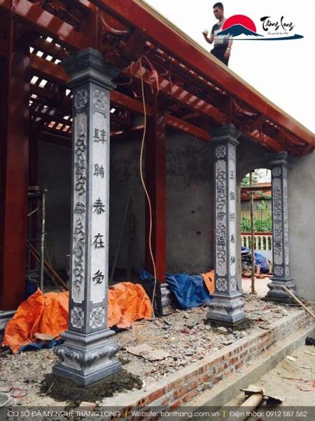 cột đá vuông nhà thờ