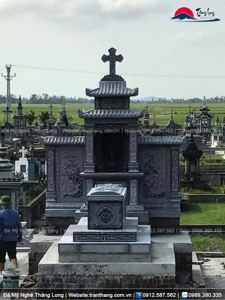 Hình ảnh lăng mộ đá người bên công giáo mang kiến trúc phương đông