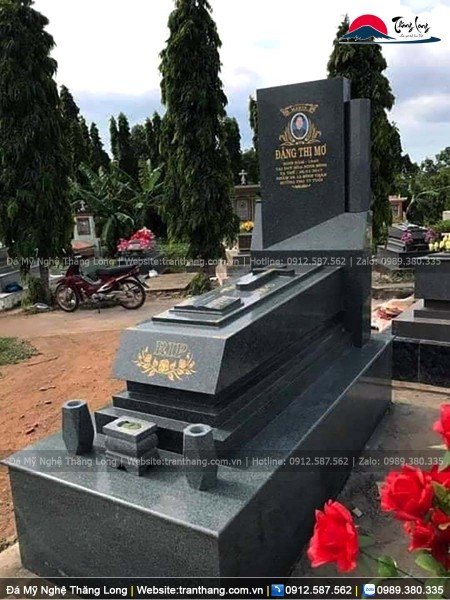 Mẫu mộ đá granite nguyên khối dành cho người theo đạo thiên chúa