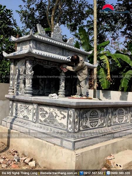 Mộ đôi bằng đá thiết kế 2 mái xếp chồng lên nhu, trạm cảnh tứ linh