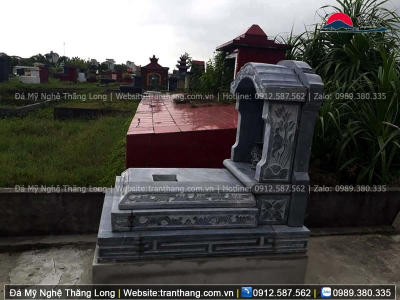 Phần nắp mộ thường phẳng và có lỗ thông thiên