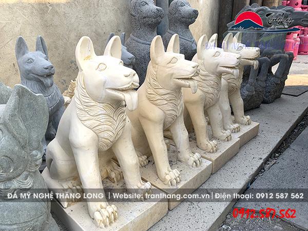 tượng chó bằng đá vàng