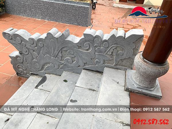 Tượng linh vật hóa mây xây bực thềm đình làng tại Hải Dương.