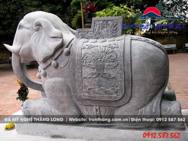 đặt tượng voi trước nhà