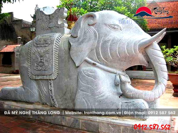voi đá đặt trước cửa nhà